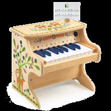 Klaver i træ med elektronisk lyd